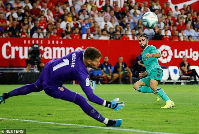 Benzema lập công, Real Madrid nhọc nhằn đánh bại Sevilla - 9