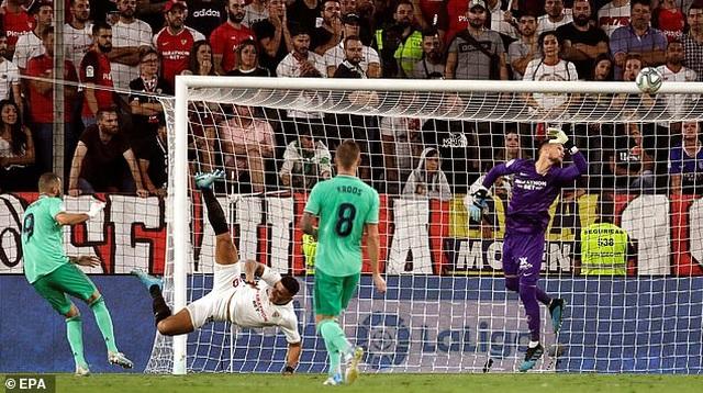 Benzema lập công, Real Madrid nhọc nhằn đánh bại Sevilla - 5