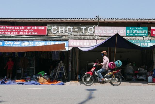 Hà Nội: Chợ Tó tan hoang sau hơn 30 phút hỏa hoạn - 13
