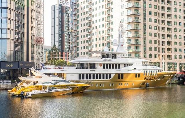Chiêm ngưỡng siêu du thuyền dát vàng trị giá 20 triệu USD bên bờ biển - 1