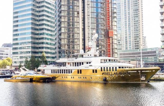 Chiêm ngưỡng siêu du thuyền dát vàng trị giá 20 triệu USD bên bờ biển - 3