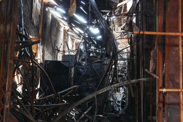 Hà Nội: Chợ Tó tan hoang sau hơn 30 phút hỏa hoạn - 2