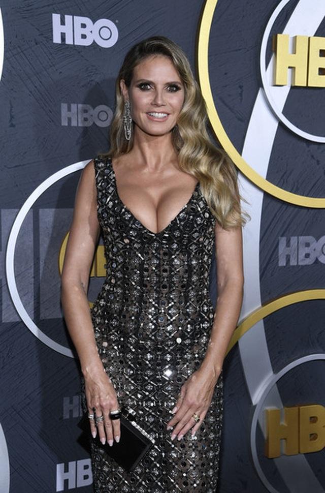 Heidi Klum khoe ngực nảy nở trong tiệc Emmy - 6
