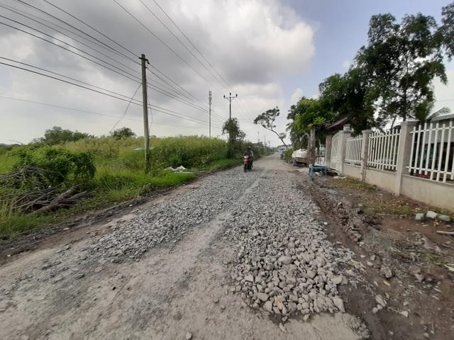 Ngán ngẩm tuyến đường huyết mạch về xã nông thôn mới ở Sóc Trăng - 1