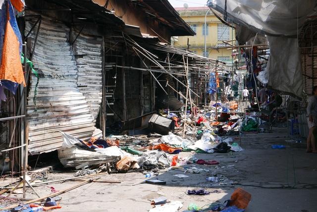 Hà Nội: Chợ Tó tan hoang sau hơn 30 phút hỏa hoạn - 10