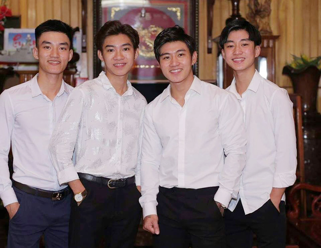 Người mẹ đăng đàn tuyển dâu cho 4 con trai: 3 du học sinh, 1 sĩ quan hải quân - 1