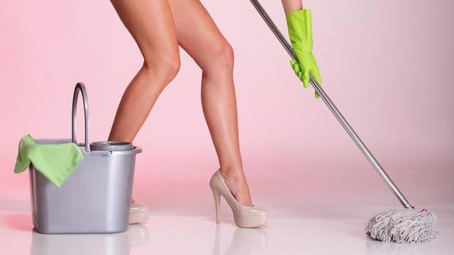 Dịch vụ dọn nhà khỏa thân gây nhiều tranh cãi - 1