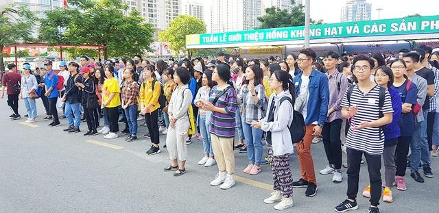 Hơn 1.000 bạn trẻ Hà Nội chung tay dọn dẹp các bãi rác tự phát - 2