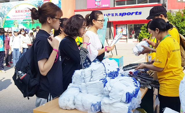 Hơn 1.000 bạn trẻ Hà Nội chung tay dọn dẹp các bãi rác tự phát - 3