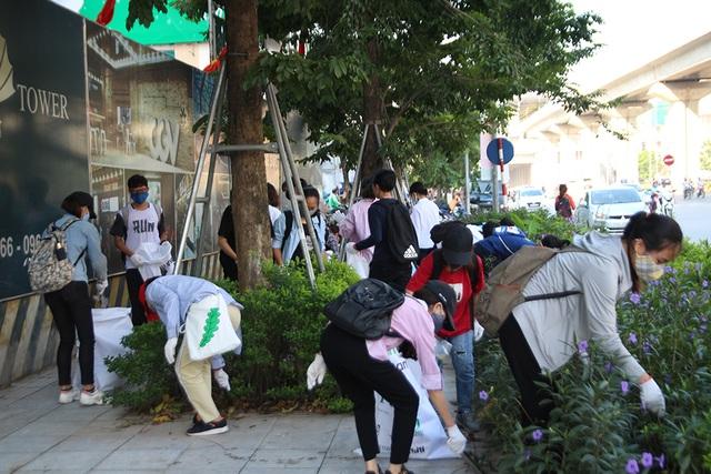 Hơn 1.000 bạn trẻ Hà Nội chung tay dọn dẹp các bãi rác tự phát - 1