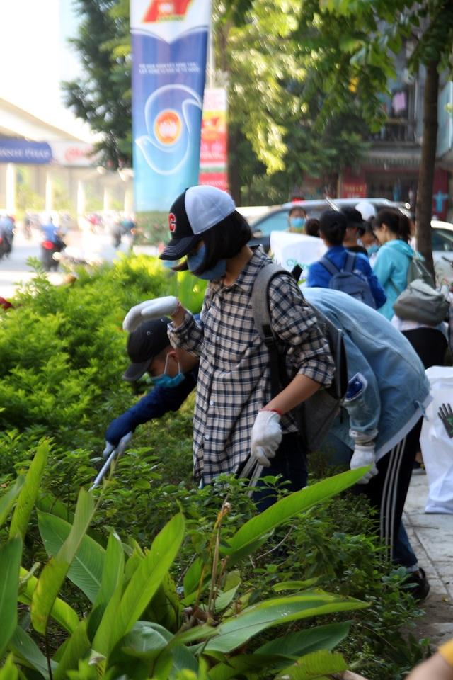 Hơn 1.000 bạn trẻ Hà Nội chung tay dọn dẹp các bãi rác tự phát - 7