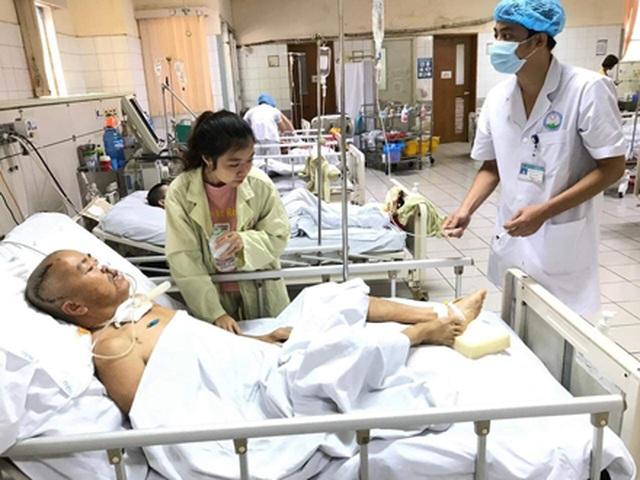 Khép lại giảng đường đại học, nữ sinh bắt xe tức tốc vào viện chăm bố - 4