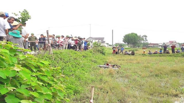 Người đàn ông tử vong dưới ruộng lúa, cạnh chiếc xe máy - 1