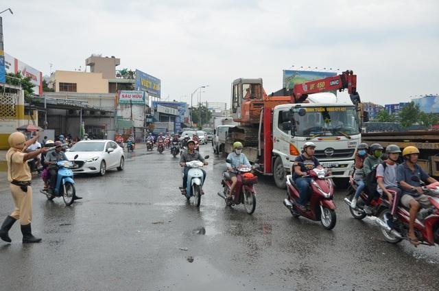 Giao thông Sài Gòn tắc cứng, tê liệt ở cả 2 đầu cửa ngõ - 3
