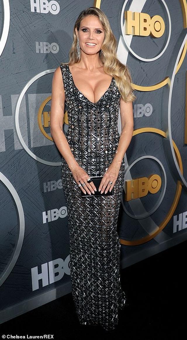 Heidi Klum khoe ngực nảy nở trong tiệc Emmy - 1