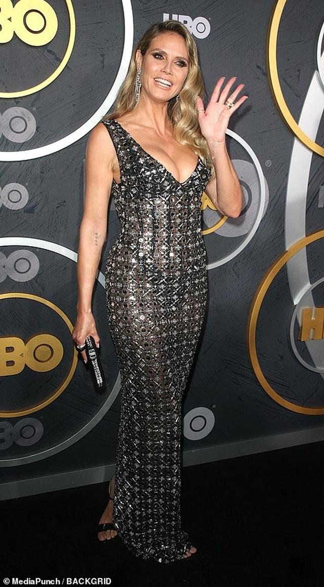 Heidi Klum khoe ngực nảy nở trong tiệc Emmy - 2