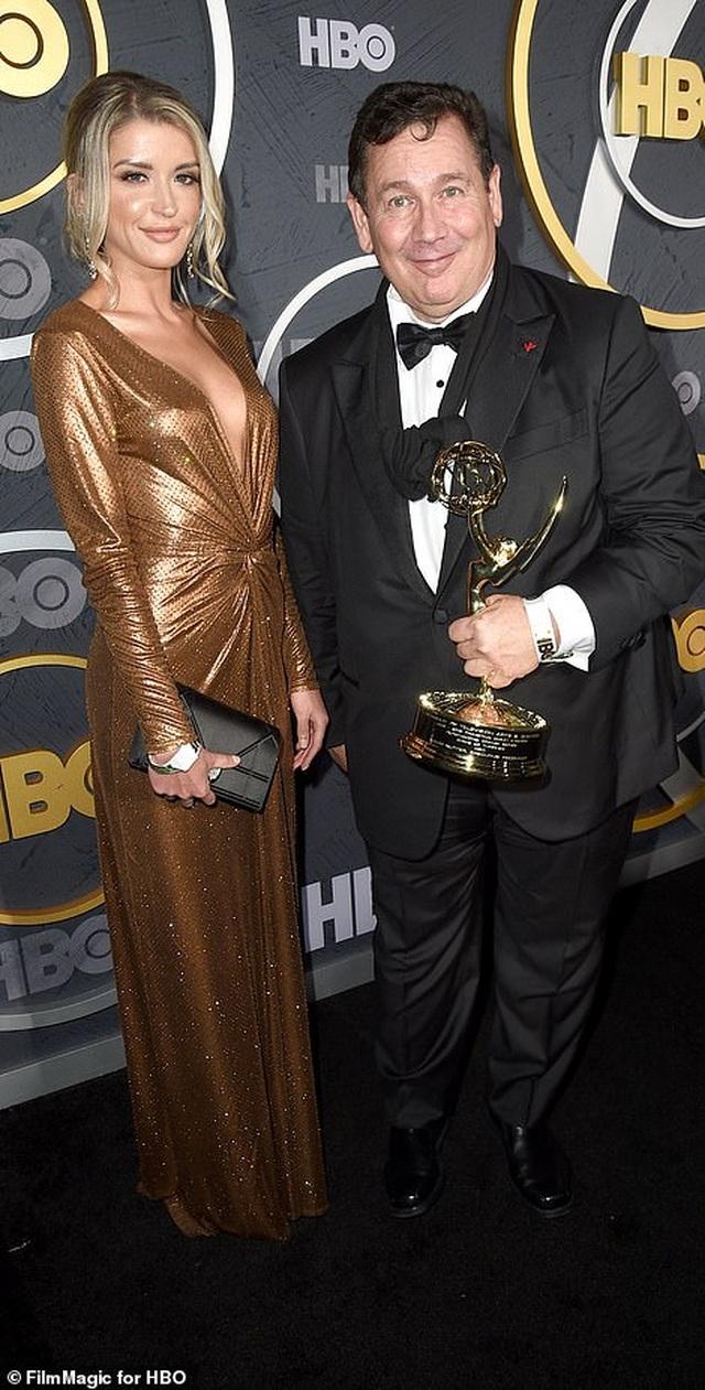 Heidi Klum khoe ngực nảy nở trong tiệc Emmy - 27