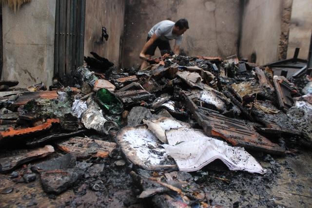 Nghi nổ trạm biến áp, hàng loạt tài sản bị cháy trong đêm - 2