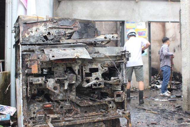 Nghi nổ trạm biến áp, hàng loạt tài sản bị cháy trong đêm - 3