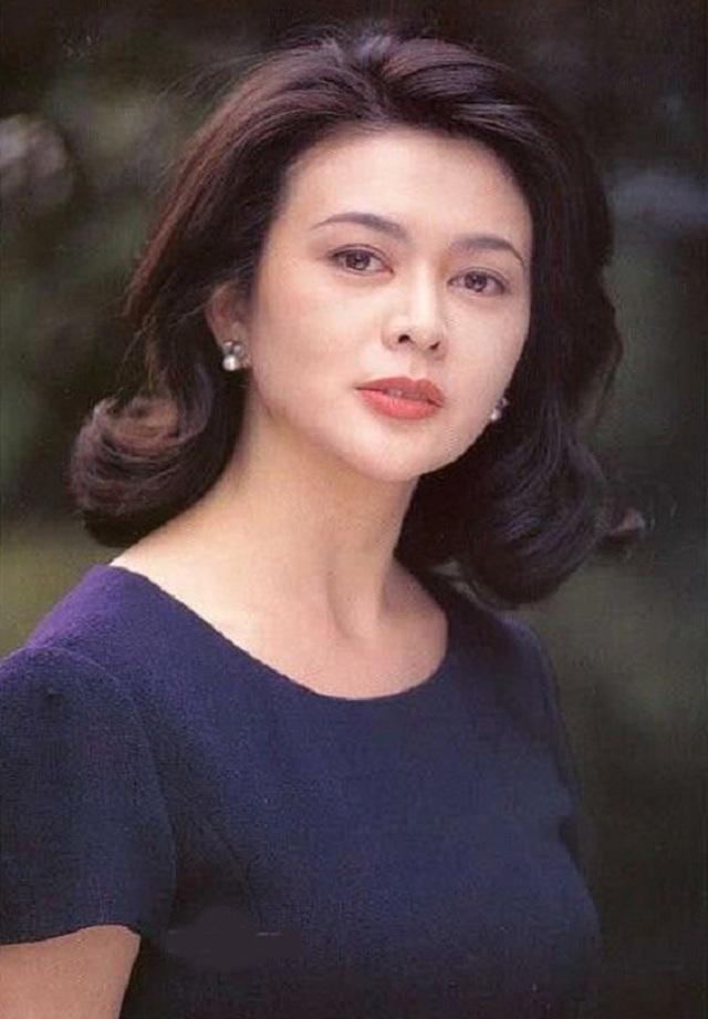 """Gương mặt sưng phồng khác lạ của """"mỹ nhân vạn người mê"""" Quan Chi Lâm - 9"""