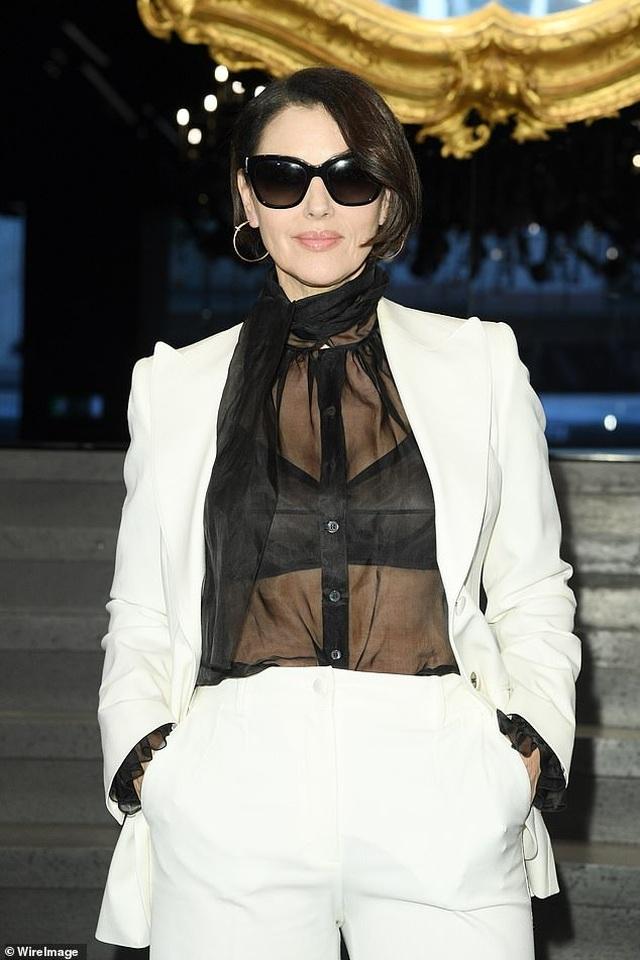 Sofia Vergara bốc lửa đi xem thời trang - 5