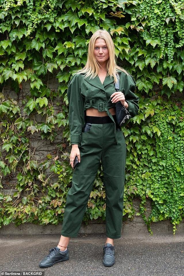 Sofia Vergara bốc lửa đi xem thời trang - 10