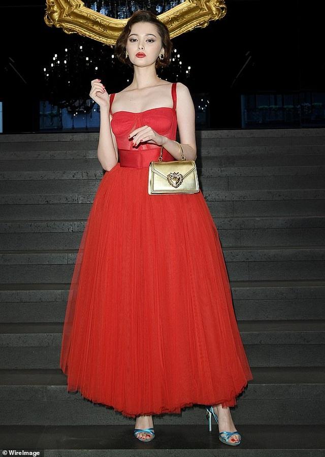 Sofia Vergara bốc lửa đi xem thời trang - 16