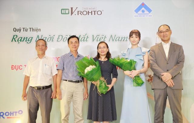 """Lễ ra mắt chương trình """"V.Rohto – Rạng ngời đôi mắt Việt Nam"""" - 4"""