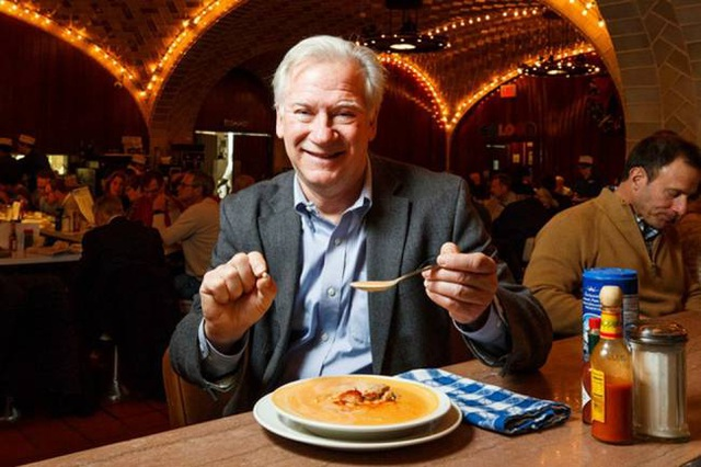 Ăn hàu ở nhà hàng, suýt gẫy răng vì cắn phải 48 viên ngọc trai, giá chục triệu/viên - 1