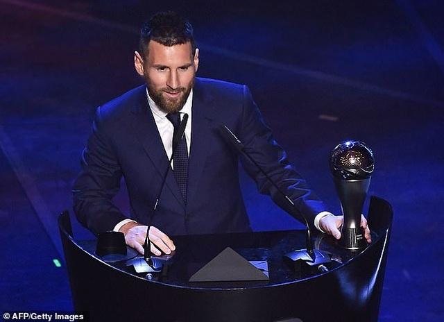 Vượt qua C.Ronaldo, Messi giành giải Cầu thủ xuất sắc nhất năm - 1