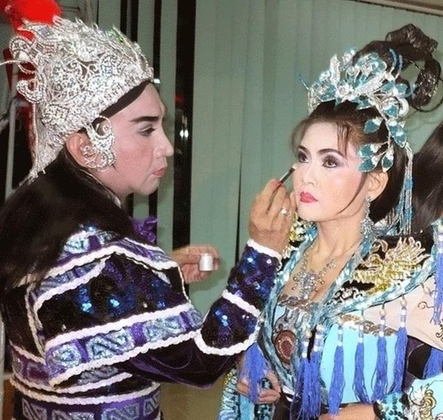 """Vợ NSƯT Kim Tử Long: """"Chồng tôi đào hoa nhưng không trăng hoa"""" - 2"""