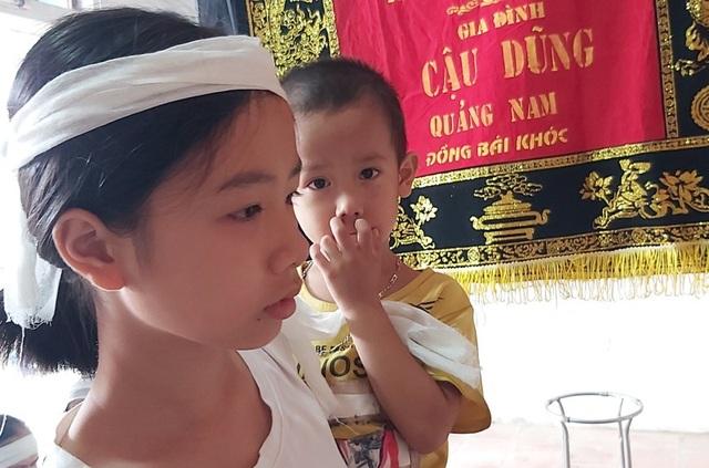 Tương lai mờ mịt của 2 đứa trẻ bỗng mồ côi cha mẹ - 1