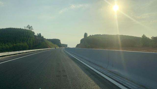 Bộ trưởng Giao thông nói gì về cao tốc 12.000 tỷ trước ngày thông xe? - 7