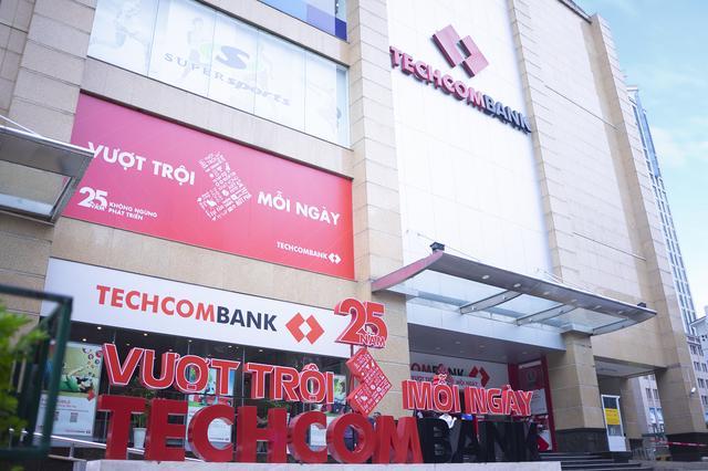 """""""Giải mã"""" tăng trưởng lợi nhuận liên tiếp của Techcombank - 1"""
