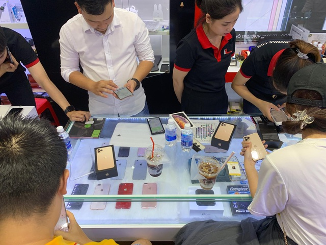 Hết thời hét giá, iPhone 11 Pro Max đang giảm giá mạnh tại Việt Nam - 1