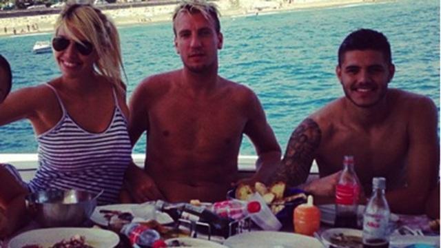 """Icardi bị đồng đội mới """"ngó lơ"""" vì mang tiếng cướp vợ đàn anh - 2"""