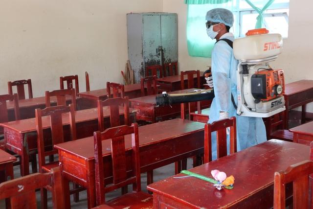 Cà Mau: Hàng chục em học sinh nghi bị viêm đường hô hấp - 1