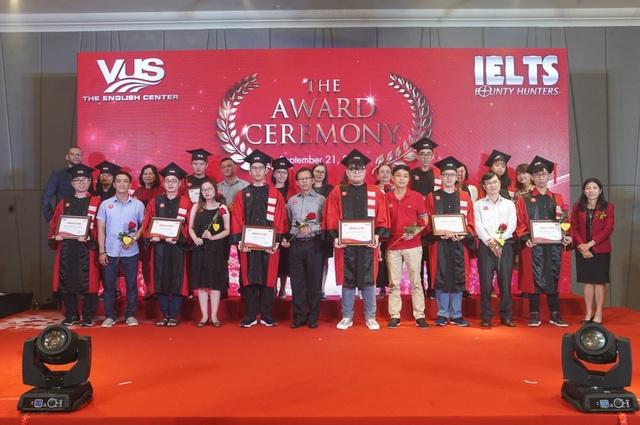 Lễ vinh danh 38 học viên IELTS Bounty Hunters mùa 3 nhiều xúc động - 1