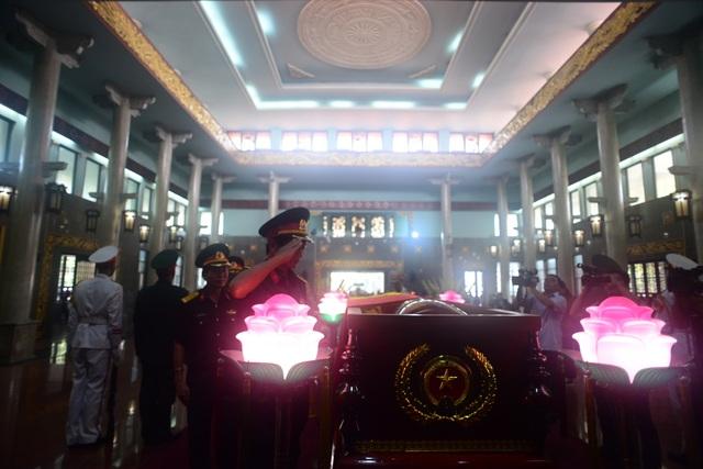 Đồng đội lưu luyến tiễn đưa Anh hùng Đại tá phi công Nguyễn Văn Bảy - 15