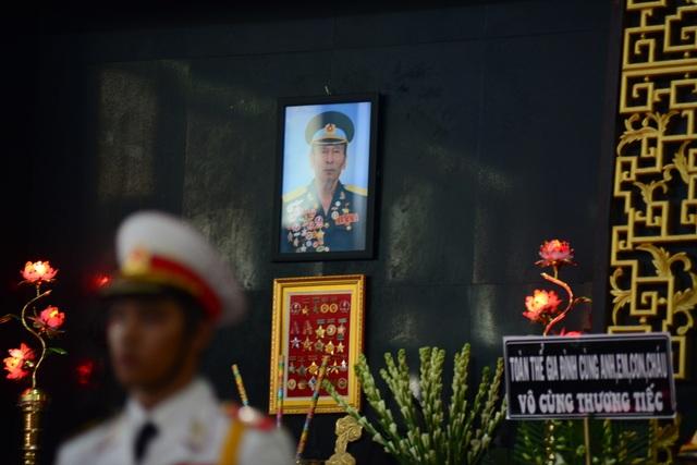 Đồng đội lưu luyến tiễn đưa Anh hùng Đại tá phi công Nguyễn Văn Bảy - 8