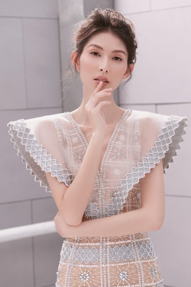 """Người mẫu Thuỳ Dương khoe thân hình """"mình hạc xương mai"""" - 1"""