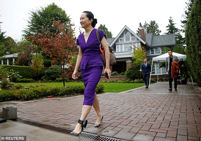 """""""Công chúa"""" Huawei đeo vòng định vị tới tòa Canada - 5"""