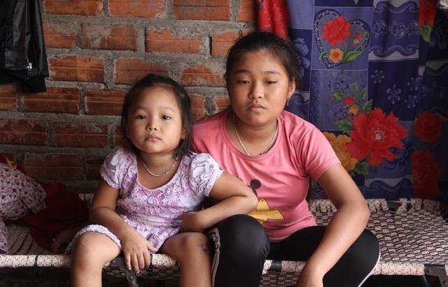 Xót thương bé gái 12 tuổi đạp xe khắp ngõ, ngách bán vé số chăm mẹ và em thơ - 7