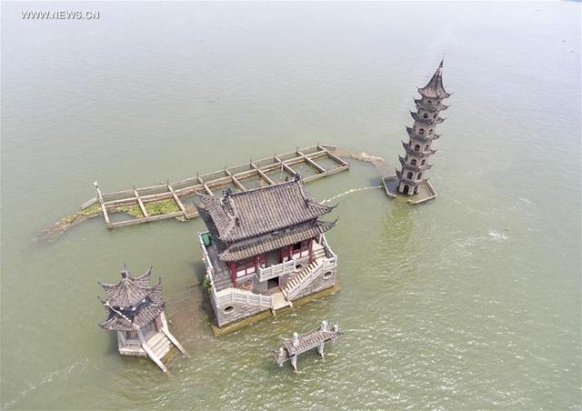 Đảo 1000 năm tuổi đột ngột lộ ra giữa lòng hồ cạn nước - 2