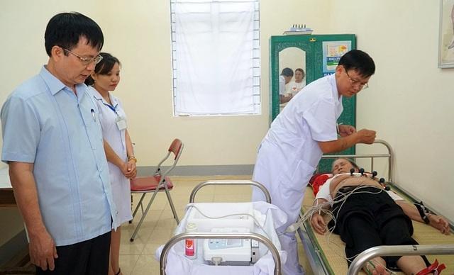 Bác sĩ ngồi tại Hà Nội bắt con bệnh cho bệnh nhân cách xa hàng trăm km - 1
