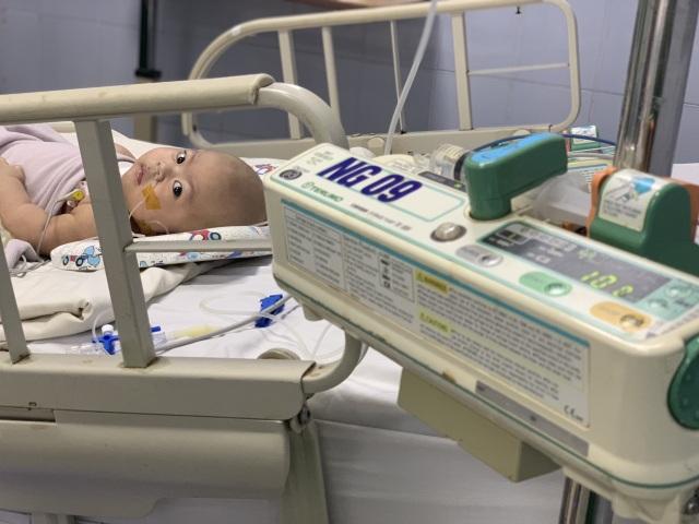 Cậu bé kháu khỉnh mới 7 tháng tuổi đã phải chống chọi với tử thần - 3