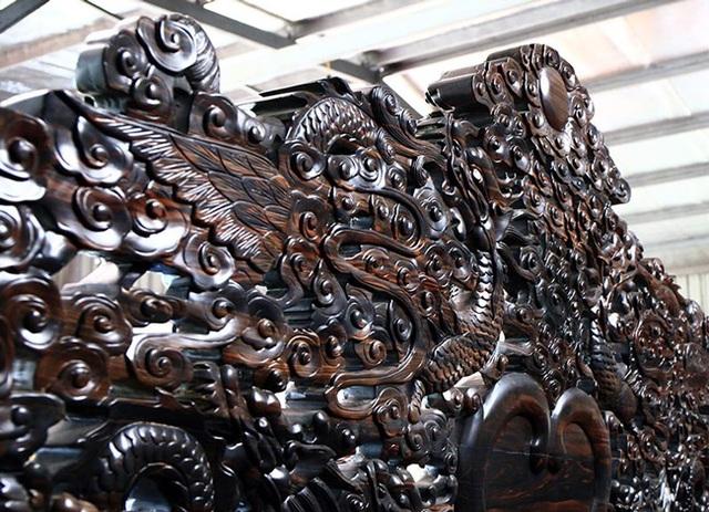 Gom gỗ mun suốt 7 năm rồi lấy lõi làm bộ bàn ghế giá chục tỷ đồng - 10