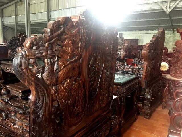 Gom gỗ mun suốt 7 năm rồi lấy lõi làm bộ bàn ghế giá chục tỷ đồng - 16