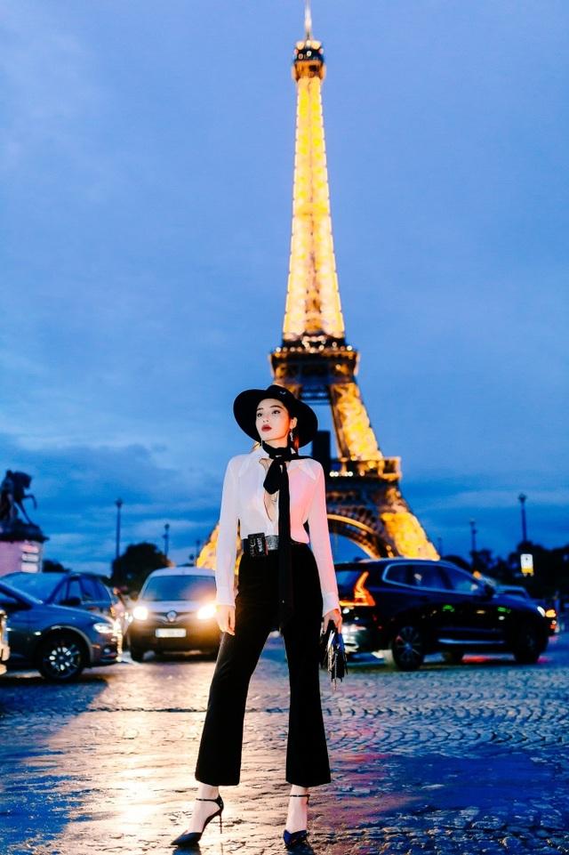 Kỳ Duyên buông lơi vòng một bốc lửa khi dự tuần lễ thời trang Paris - 2