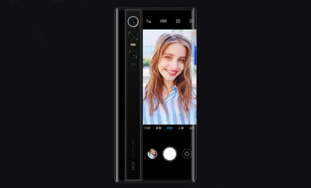 Độc đáo chiếc smartphone có màn hình... bao quanh thân máy, giá 2.800 USD - 2